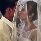 A smartphone, a DSLR and 40 weddings photographed in one day