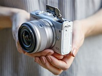 Hands-on with the Canon EOS M200