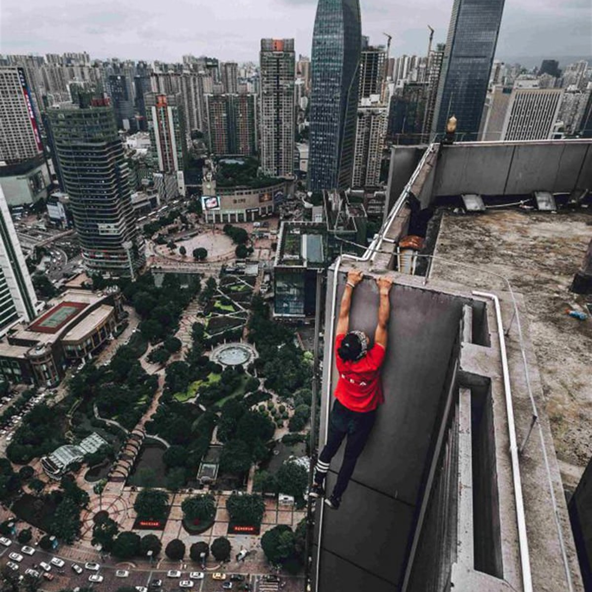 Chinese rooftopper Wu Yongning dies during stunt Chinese rooftopper Wu Yongning dies during stunt new pics