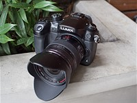 Panasonic firmware debugs GH4, improves stabilization on 42.5mm and 30mm lenses