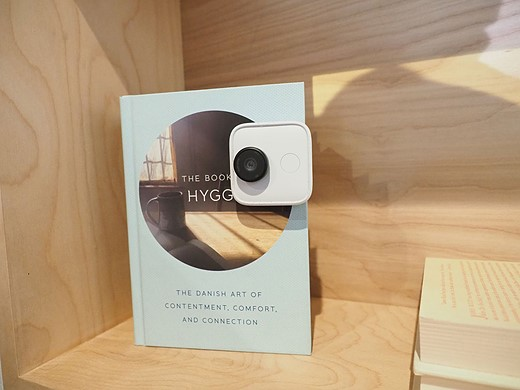 Google Clips is an AI-enabled hands-free camera that costs $250 2