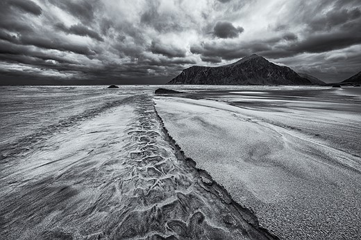 In praise of shooting monochrome landscapes 3