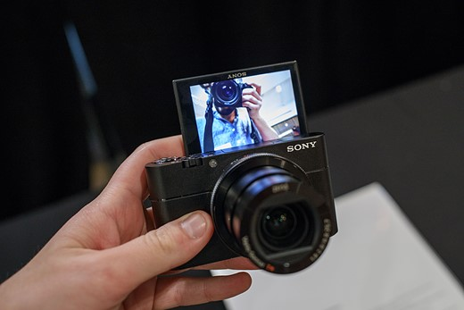 Hands-on with the Sony Cyber-shot RX100 V 5