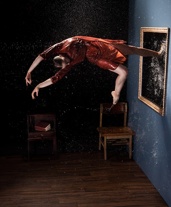 Photo of the week: An epic dancer shoot in an inverted room 1