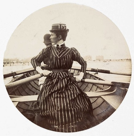 Woman in a rowing boat (<em>circa</em> 1890)
