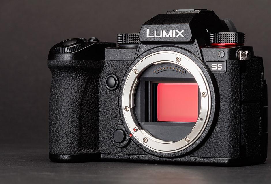 Panasonic LUMIX FZ1000 and More - cover