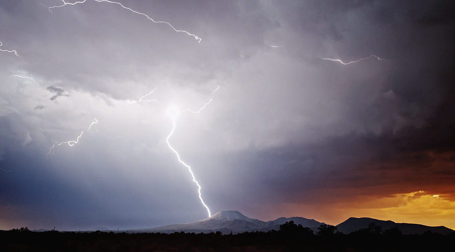 Incredible 1,000fps slow-motion 4K lightning footage