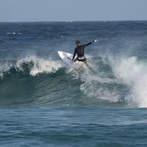 A6000+MC-11+Sigma 150-600 Contemporary test: surfing, planes, beach portraits
