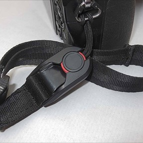 Beware fake camera straps. PeakDesign look-alike.