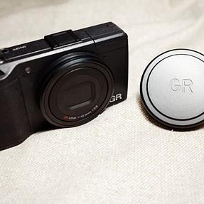 Anyone use lens cap on GRII or GRIII?